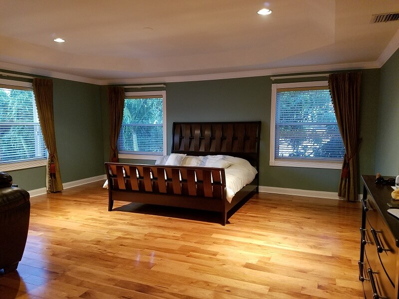 service Tiled room and wooden bed